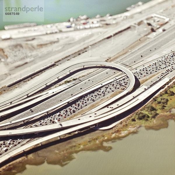 Ansicht ,Luftbild ,Fernsehantenne ,Autobahn ,Straßenverkehr