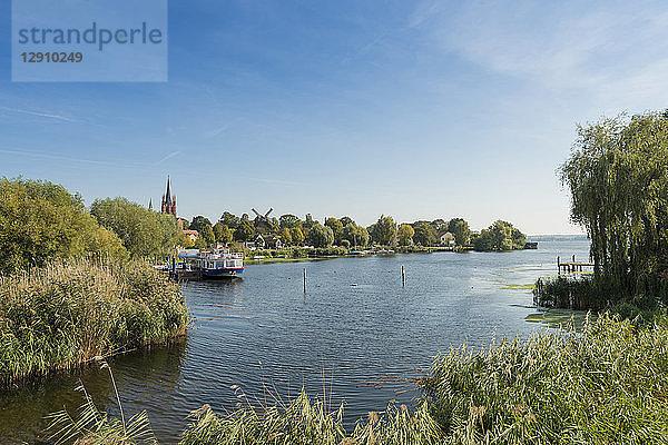 am Tag,an der Havel,Anlegesteg,Außenaufnahme,Boot,Bootssteg