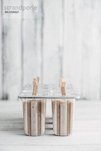 Hausgemachter Espresso und Kondensmilch-Popsicles