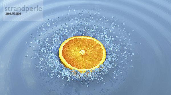 Orangenscheibe und Wasserspritzer