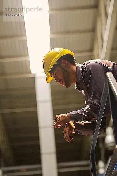 angelehnt,Ansicht,arbeiten,Arbeitswelt,Bauhelm,Bauwerk