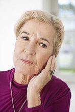 Nahaufnahme einer Frau mit Zahnschmerzen