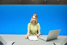 Geschäftsfrau im Konferenzraum