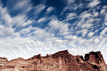 Sandsteinformationen und wolkenlos blauen Himmel